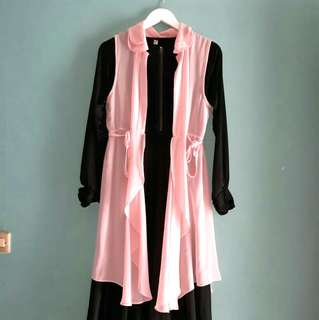 Gamis hitam + outer pink