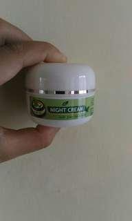 Night cream greentea larisa