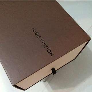 L V 盒