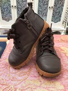 kasut classic wear