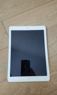 iPad Air 32GB Wi-Fi silver
