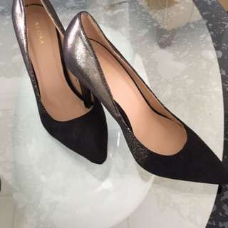 Elegant & Sleek Pointer Pumps Heels -Black