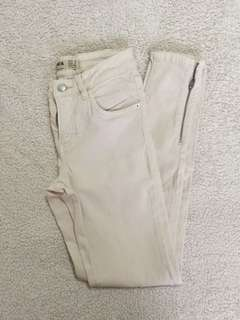 Cotton On Off-White/Cream Skinny Jeans with Ankle Zippers Size 26