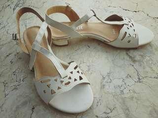 Comfit White Sandals