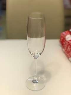 香檳杯八隻,四隻只用過一次,其餘未開封。購自永安公司。champagne glasses.