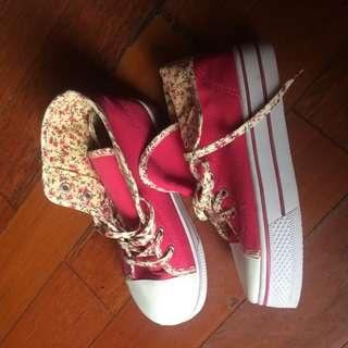 Sneaker cache Cache