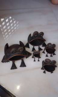 Copper frog family for deco