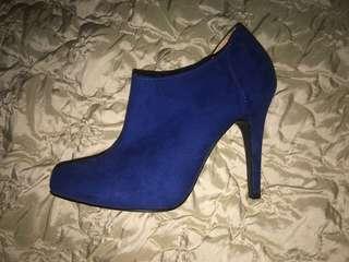 Size 7 blue ankle cut heels