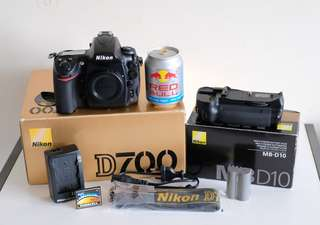 BODY NIKON D700 & ORIGINAL BATT-GRIP MB-D10 - SELLING IN 1-SET. SHUTTER-COUNT 24K.