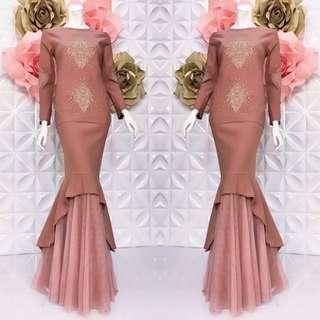 Nellydia exclusive   🎄Material :strechy cotton and skirt  net lace  2 sizes : XS/M & L/XL  🎄hidden zip di belakang 🎄hidden zip tgn ( wudhu ) 🎄diamond and lace bunga 🎄full lining