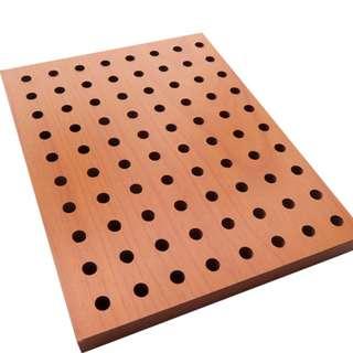 40X60CM 孔木吸音板 (15MM厚) (60件起訂購) 隔音 吸音  牆體門窗 KTV鼓房 錄音棚 隔音  孔木吸音 孔木吸音板是一種理想的吸聲裝飾材料。具有吸音、環保、阻燃、隔熱、保溫、防潮、防霉變、易除塵、易切割、可拼花、施工簡便、穩定性好、抗衝擊能力好