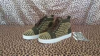 Christian Louboutin Louis Spike Sneaker Sepatu second bekas import
