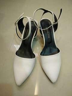 🚚 純白高跟鞋