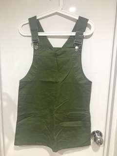 🚚 軍綠吊帶裙