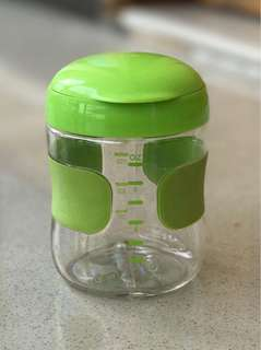 Oxo tot flip top green snack cup