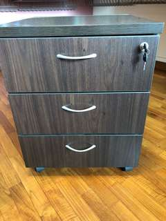 Mobile pedestal woth 3 drawers and central lock