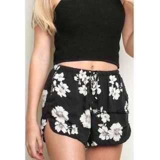 ✨bnwot floral eve shorts brandy Melville