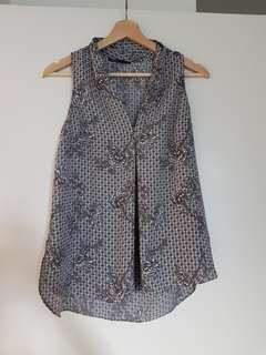 Grey pattern top