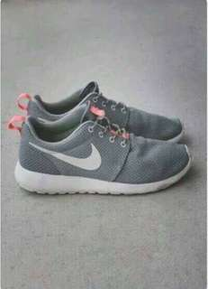 Authentic Roshe run mercury grey