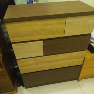 日式貼皮抽屜櫃或衣櫃