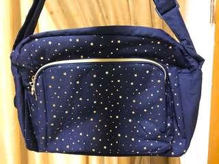 🚚 慕之恬廊時尚媽媽包(藍星星系列)隨包附贈尿布墊