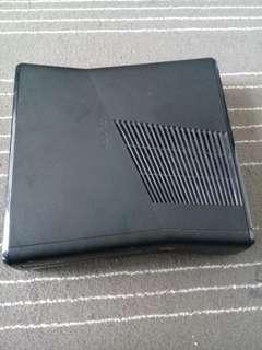 Xbox 360 slim kinect 4 Gigabites with original games