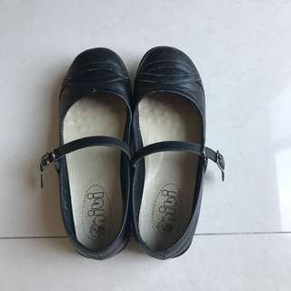 Preloved Gibi School Shoes