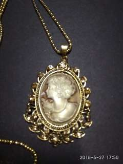 b0b26af48c0 Victorian lady cameo necklace in gold settings