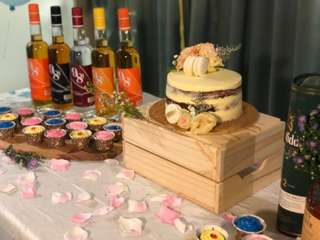 Cake stand and desert board rental