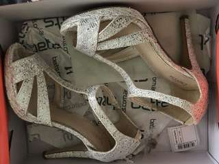 Betts Sadie Silver Sparkle Heels Size 7