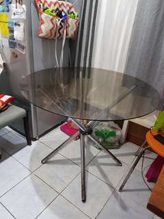 Round Glass Table (4-6 seaters)