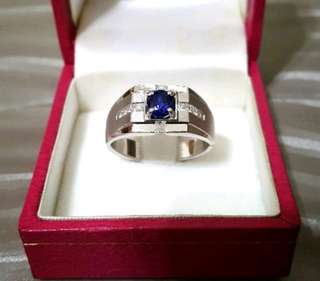 🚚 正品~藍寶石加碎鑽純18K金戒指9成新內圍直徑1.9cm戒寬0.4-0.9cm藍寶石直0.6cm珍藏20年以上,