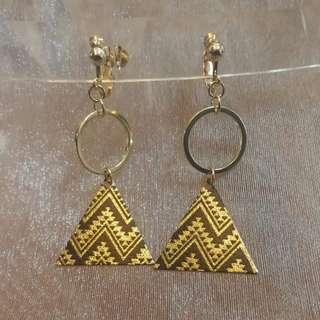 🚚 --6月新款--百搭簡約金屬三角夾式耳環