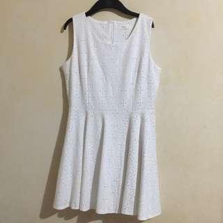 MAYUKI White Sleeveless Eyelet Lace Dress