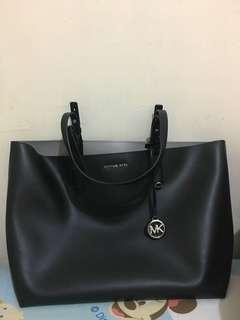 Michael Kors Tote Bag 95% New!!! 兩用色