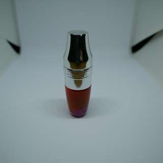 REPRICED! 98% full Lancôme Juicy Shaker Bi-Phase Lip Oil - Berry in Love is a cool-toned violet with a hint of shimmer