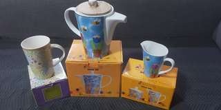 Brand New Maxwell William Collection Tea Pot Mil Creamer and Tea Cup