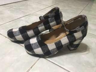 Checker close shoes