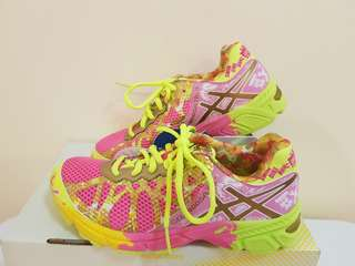 Asics  gel-noosa tri pink and gold!