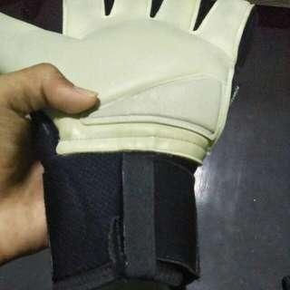 Adidas predator goalkeeper glove