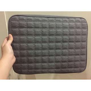 Unused Halo Laptop Sleeve Grey