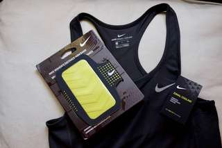 Bundle NIKE Women's Distance Arm Band for Samsung Galaxy S4 (Anthracite/Volt) and NIKE Women's Zonal Cooling Relay Running Tank in Black