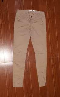 Skinny low waist khaki pants from Giordano