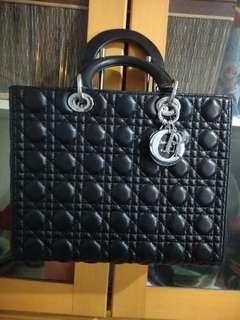 Dior hitam