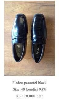 Fladeo pantofel hitam