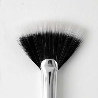 [BN FREE MAIL] fan brush colourpop instock