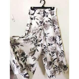 日本帶回 原價3880 名牌寬褲 穿起來超級好看 像明星喔!超級時尚的~這件割愛款喔!