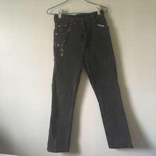 黑色花花刺繡裝飾長褲