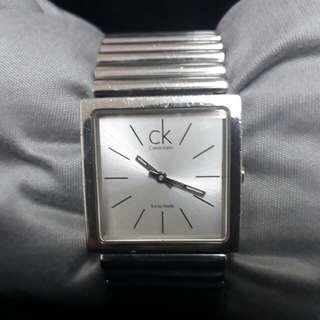 cK手錶,有3張圖,中性錶,有盒子