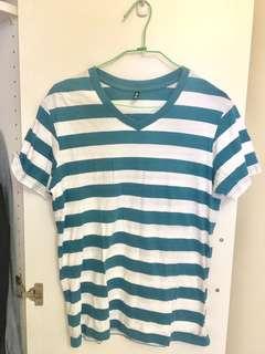 🚚 品牌服飾NET。清新修身版形。日韓潮流經典。美式休閒。經典土耳其藍。條紋彈力修身短袖T恤。型男海洋風夏天圓領打底衫